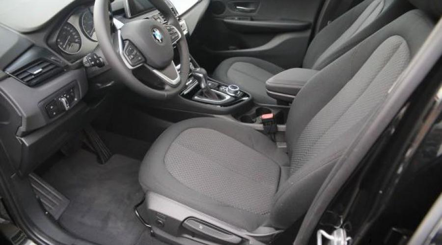 BMW 220i Active Tourer innen